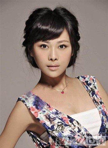 碎碎齐刘海可爱发型图片 完美修饰小脸