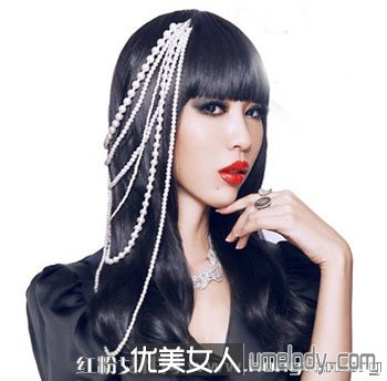 时尚女生卷发发型 优雅自然又不失可爱俏皮感