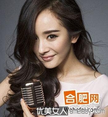 杨幂领衔示范今秋最流行中长卷发发型 知性优雅凸显魅力女人味