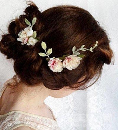 新娘发型详细步骤教程 简洁大方的韩式风格图片