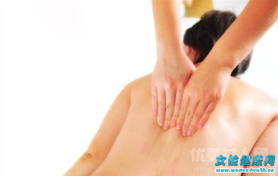 右侧后背疼是怎么回事 怎样可以有效预防后背疼图片