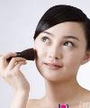 脸上皮肤很油怎么保养 T型重灾区注意温和洁面 妮可里奇