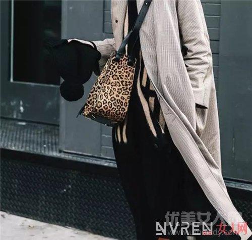 Hammock包包介绍_不是LV、CHANEL 街拍出镜率最高的包竟是它