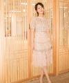 杨紫一身杏色长裙美得让人移不开眼