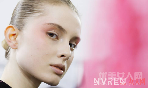 2017美妆流行趋势:带你解读今年美妆最IN潮流
