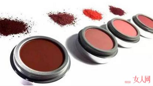 哪些腮红产品可以让你打造光感透亮的妆感光感透亮的妆感?_小众平价又好用的腮红产品有哪些?让你打造出心动妆容感!