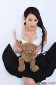 徐黛妮怀抱小熊照图片