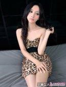 王若涵低胸豹纹写真